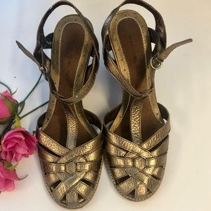 Gold Bandilino ankle strap wedge sandals 8M